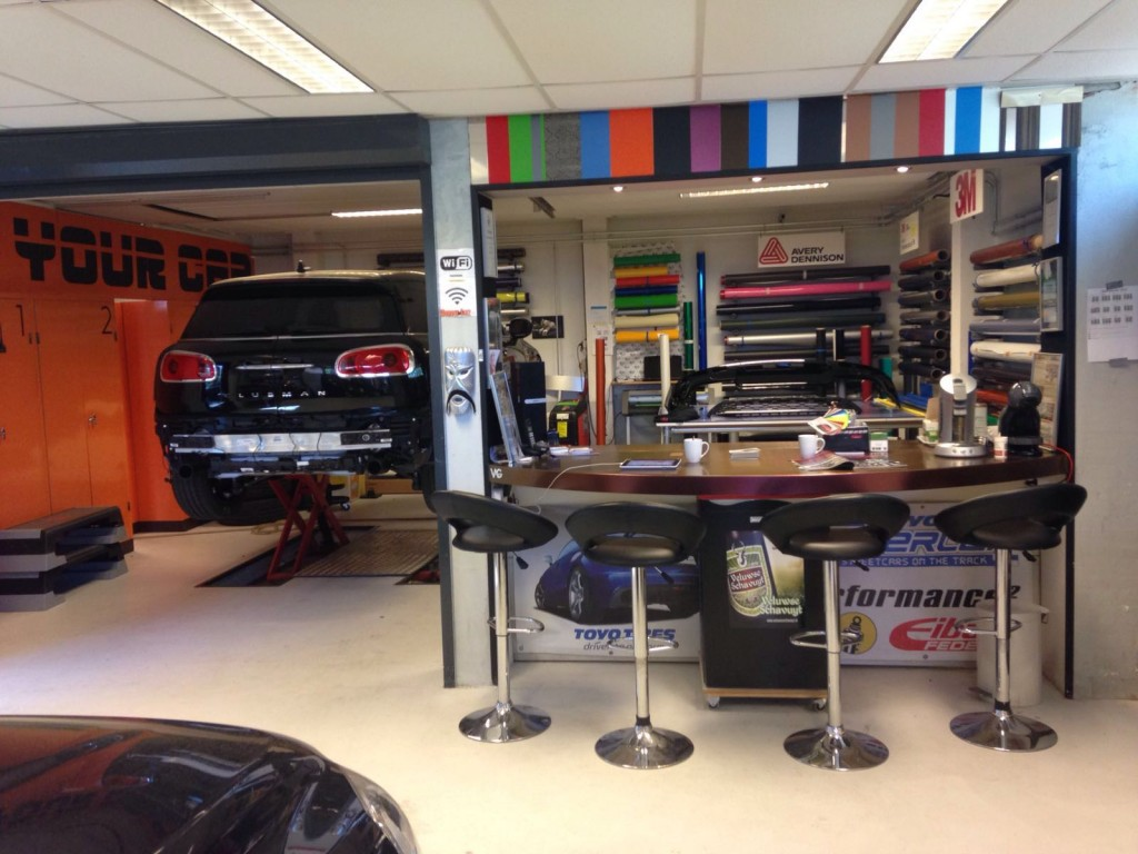 aan de bar bij Tint your car