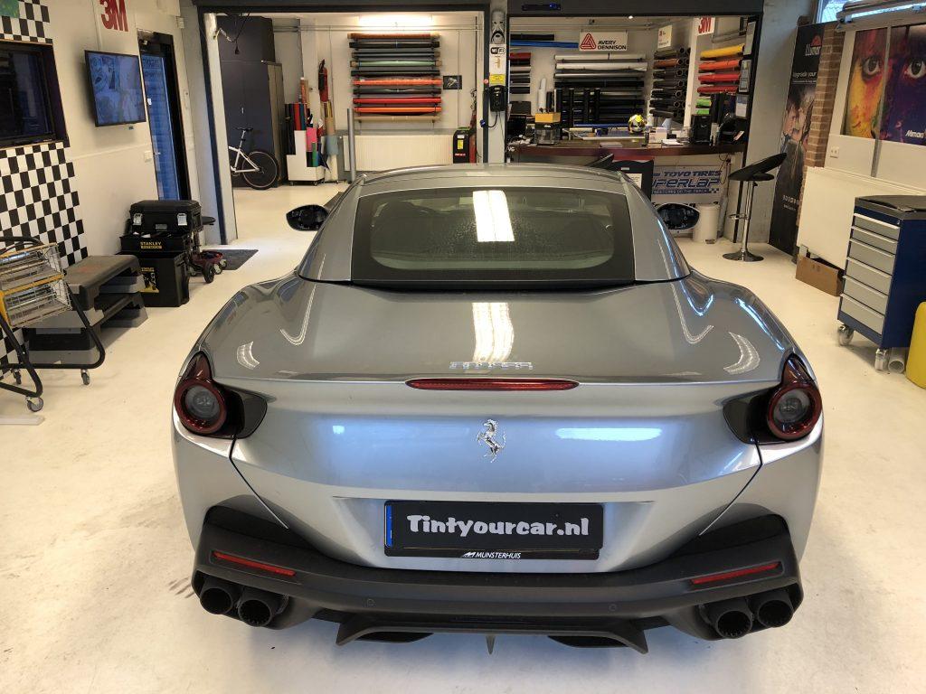 Ferrari Portofino wrap grijs naar intense blue